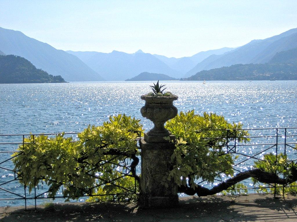 Picture of lake Como